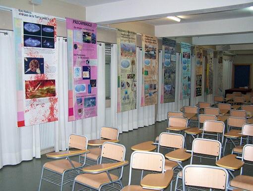 Exposición en el IES de Santa Pola