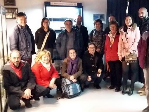 Visita de Gloria Cuenca y otros paleontólogos