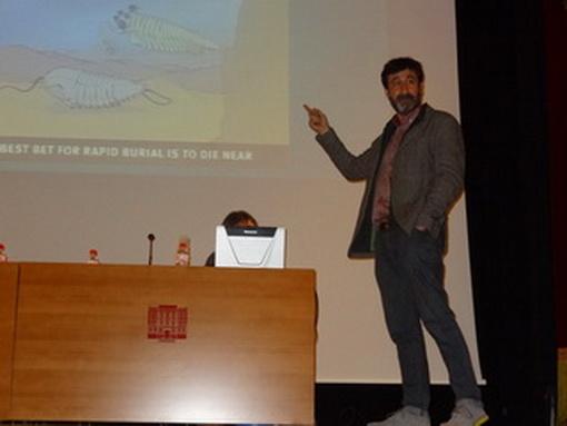 Conferencia «Nuevas perspectivas en paleontología: Paleobiología y evolución de los primeros vertebrados como caso de estudio»